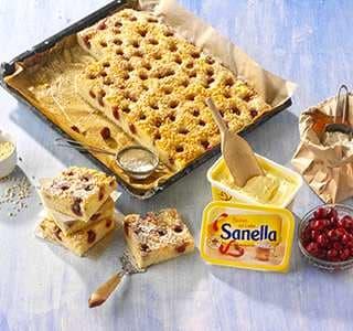 Buttermilchkuchen mit Kirschen vom Blech