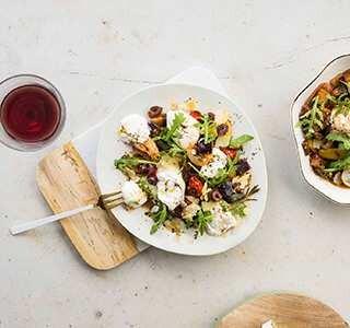 Burrata mit Auberginen, Tomaten und Oliven